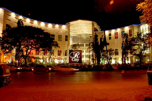 10 Largest Shopping Malls in Mumbai for Shopping and Tours