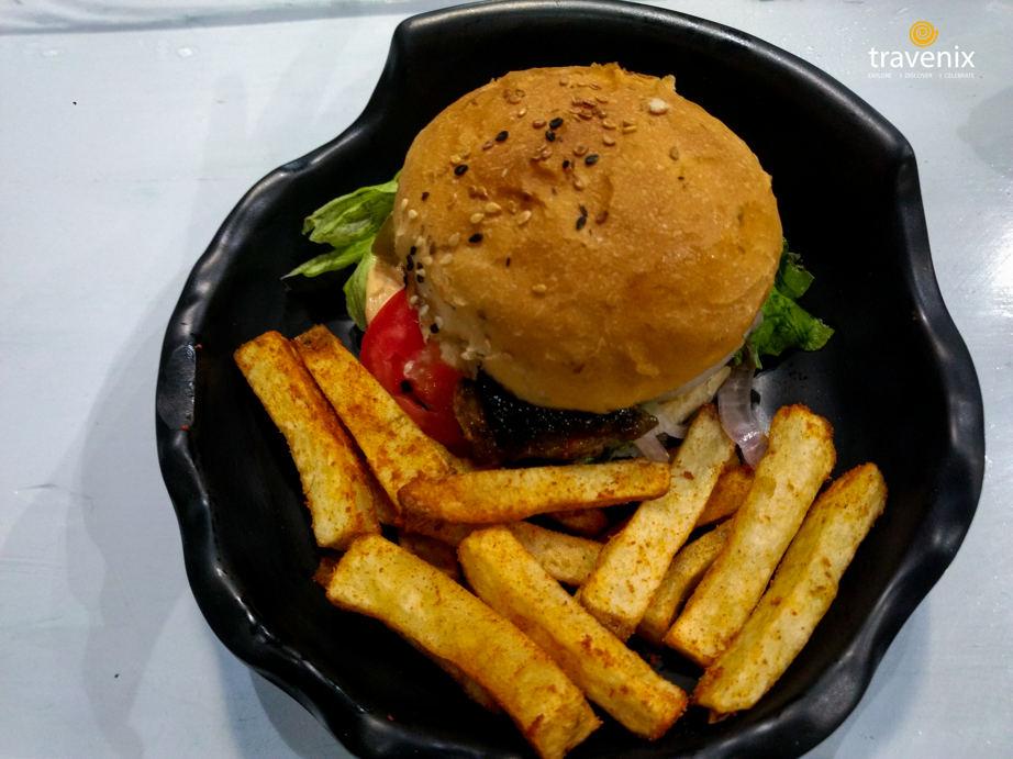 Jamaican Gold Burger, Frisbees