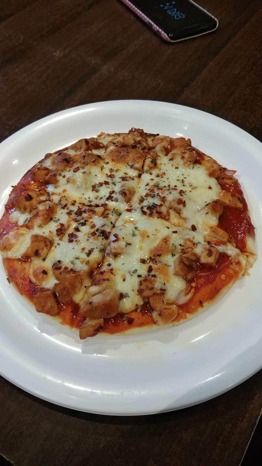 Barbeque Chicken Pizza at Cat Cafe Studio - Zomato